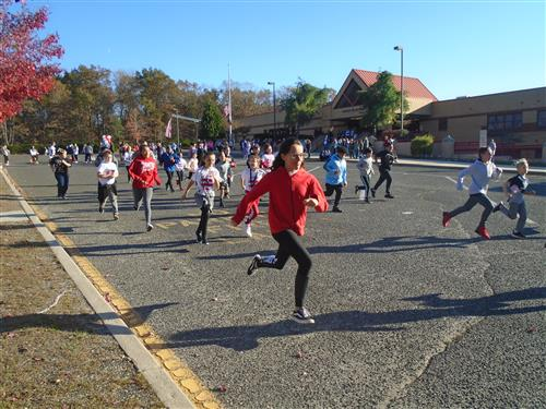 Students Running in the Annual Run for Vets Event